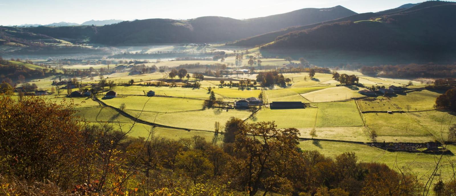 vue sur la vallee de oztibarre le matin