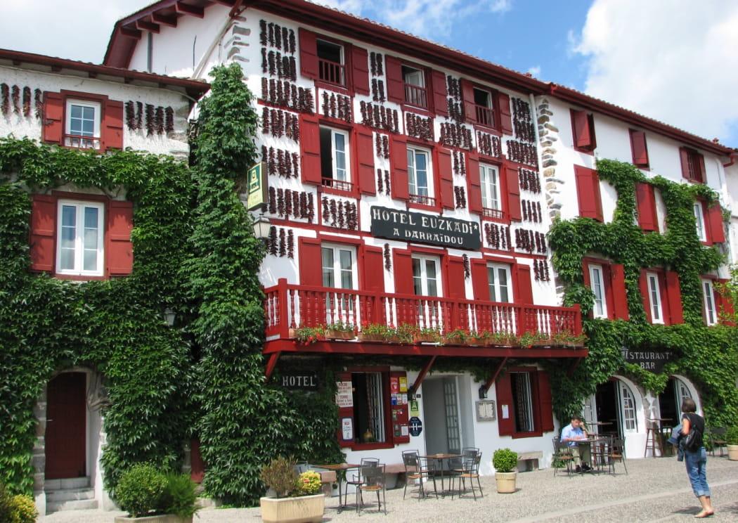 Euzkadi - Façade hôtel (2)