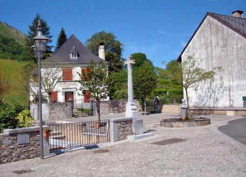 Place-de-la-fontaine_Montor